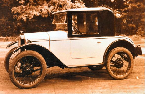 """Das Coupè, eine zweisitzige Innenlenker-Limousine, auch """"Doktorwagen"""" genannt."""