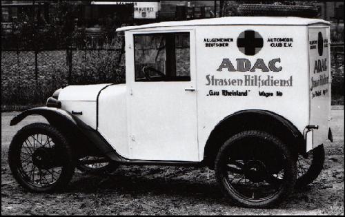 Lieferwagen, Kurze Ausführung ohne Gepäckträger, Reserverad auf dem Dach montiert.
