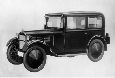 Ab Dezember 1930 entwickelte BMW auf der Basis des DA2 ein neues Modell mit verlängerter Karosserie und der sog. Schwingachse. Die Modellpalette orientierte sich am DA2 mit einer Limousine, Sonnenscheinlimousine, Coupé und einem Lieferwagen.