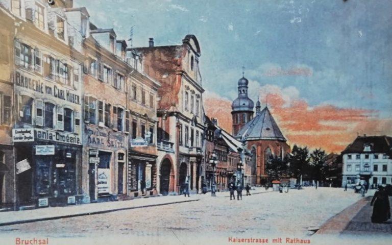 Bruchsal: Marktplatz vor dem Krieg, in dem ein großer Teil der baulichen Substanz zerstört wurde - so auch die Werkstätten der Gebrüder Ihle.